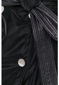 Guess - Trencz. Okazja: na co dzień. Kolor: czarny. Materiał: tkanina. Wzór: gładki. Styl: klasyczny, casual #6