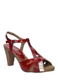 Czerwone sandały Pitillos na lato, w kolorowe wzory