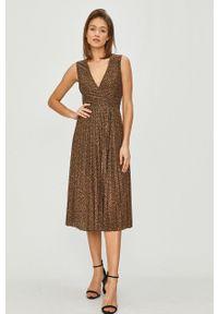 Liu Jo - Sukienka. Kolor: brązowy. Materiał: tkanina. Typ sukienki: plisowane, rozkloszowane