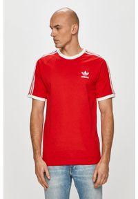 Czerwony t-shirt adidas Originals casualowy, z aplikacjami