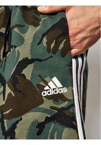Zielone spodenki sportowe Adidas