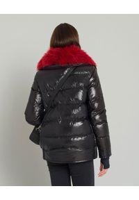 MONCLER - Czarna kurtka z futrem. Kolor: czarny. Materiał: futro. Wzór: gładki. Sezon: zima #3