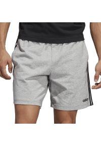 Szare spodenki sportowe Adidas w paski