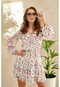 e-margeritka - Sukienka szyfonowa mini z falbanami w kwiaty - 38. Typ kołnierza: dekolt w serek. Materiał: szyfon. Wzór: kwiaty. Styl: elegancki. Długość: mini