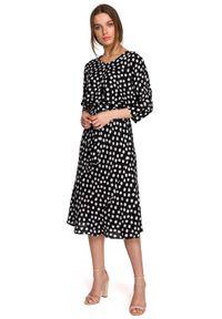 Style - Sukienka midi w groszki z kimonowymi rękawami czarna. Kolor: czarny. Wzór: grochy. Styl: klasyczny, elegancki. Długość: midi