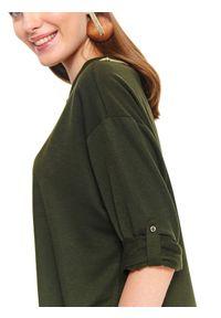 TOP SECRET - Bluza nierozpinana z podwijanymi rękawami. Okazja: na co dzień. Typ kołnierza: kołnierzyk stójkowy. Kolor: brązowy. Wzór: gładki, aplikacja. Sezon: wiosna. Styl: casual