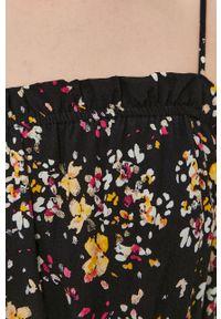 Vero Moda - Sukienka. Kolor: czarny. Materiał: tkanina, wiskoza, materiał. Długość rękawa: na ramiączkach. Typ sukienki: rozkloszowane