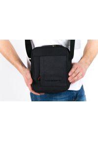 Czarna torba Pako Jeans casualowa, z napisami