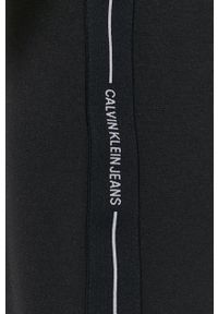 Calvin Klein Jeans - Sukienka. Kolor: czarny. Materiał: dzianina. Długość rękawa: krótki rękaw. Wzór: gładki. Typ sukienki: dopasowane