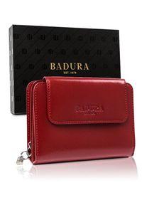 Stylowy portfel damski Badura PO_D105CR_CE czerwony. Kolor: czerwony. Materiał: skóra