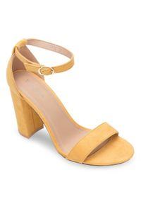 Żółte sandały na słupku SIXTH SENS ze sprzączką, klasyczne
