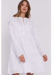 Samsoe & Samsoe - Samsoe Samsoe - Sukienka. Okazja: na co dzień. Kolor: biały. Długość rękawa: długi rękaw. Typ sukienki: proste. Styl: casual