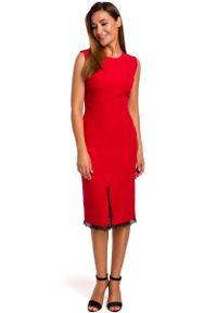 MOE - Czerwona Dopasowana Sukienka z Koronką. Kolor: czerwony. Materiał: koronka. Wzór: koronka