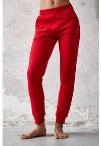 Cardio Bunny - Spodnie FAE. Kolor: czerwony. Materiał: dzianina