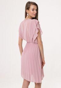Born2be - Różowa Sukienka Charmer. Okazja: na wesele, na ślub cywilny, na randkę. Kolor: różowy. Materiał: materiał. Typ sukienki: plisowane. Długość: mini