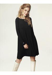 Madnezz - Sukienka Jackie Winter - czerń. Materiał: wiskoza, elastan. Sezon: zima. Typ sukienki: dopasowane. Styl: klasyczny, elegancki