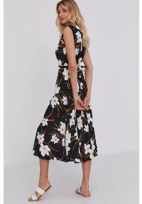 Answear Lab - Sukienka. Kolor: czarny. Materiał: tkanina, dzianina, poliester, elastan, wiskoza. Wzór: gładki. Typ sukienki: rozkloszowane. Styl: wakacyjny