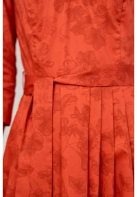 Marie Zélie - Sukienka Elina Tarsia czerwona. Kolor: czerwony. Materiał: materiał, satyna, bawełna. Typ sukienki: rozkloszowane. Styl: klasyczny
