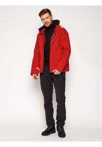 Czerwona kurtka turystyczna