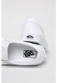 Vans - Tenisówki CLASSIC SLIP-ON. Zapięcie: bez zapięcia. Kolor: biały. Materiał: skóra, guma. Szerokość cholewki: normalna. Wzór: aplikacja