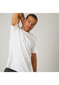 NYAMBA - Koszulka z krótkim rękawem męska Nyamba Gym & Pilates. Kolor: biały. Materiał: poliester, elastan, bawełna, materiał. Długość rękawa: krótki rękaw. Długość: krótkie. Sport: fitness, joga i pilates