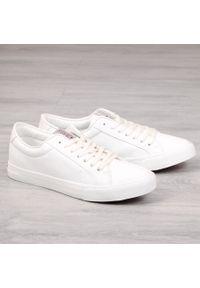 Białe tenisówki Cross Jeans