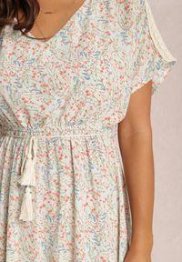 Renee - Jasnoniebieska Sukienka Armolda. Kolor: niebieski. Materiał: tkanina, koronka. Długość rękawa: krótki rękaw. Wzór: kwiaty, aplikacja. Długość: maxi