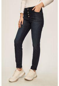 Niebieskie jeansy Armani Exchange z aplikacjami