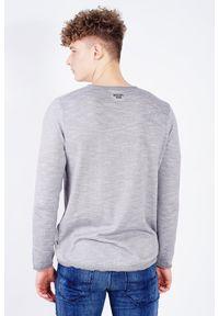 Szary sweter JOOP! Jeans z aplikacjami, z dekoltem w kształcie v, długi