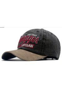 Czarna czapka Pako Jeans na wiosnę, z napisami