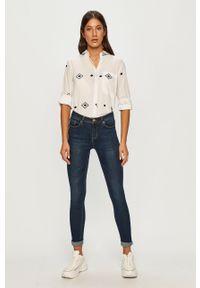 Niebieskie jeansy ANSWEAR wakacyjne