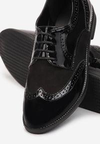 Born2be - Czarne Półbuty Rhodone. Wysokość cholewki: przed kostkę. Nosek buta: okrągły. Kolor: czarny. Materiał: lakier, wełna. Szerokość cholewki: normalna. Obcas: na obcasie. Styl: klasyczny, elegancki. Wysokość obcasa: niski