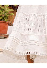 MOTIVE&MORE - Biała sukienka maxi Mykonos. Kolor: biały. Materiał: materiał. Długość rękawa: na ramiączkach. Wzór: haft, ażurowy, kolorowy. Sezon: lato. Długość: maxi