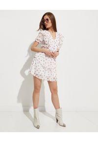HEDONIC - Biała sukienka w róże Fallon Rosie. Typ kołnierza: dekolt w kształcie V. Kolor: biały. Materiał: tkanina, wiskoza. Sezon: lato. Styl: elegancki