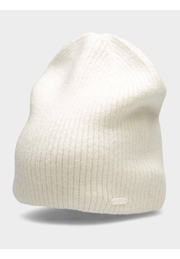 Biała czapka zimowa 4f