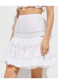GADO GADO - Biała spódnica z falbanami. Stan: podwyższony. Kolor: biały. Materiał: koronka, bawełna. Wzór: haft, aplikacja, koronka. Sezon: lato