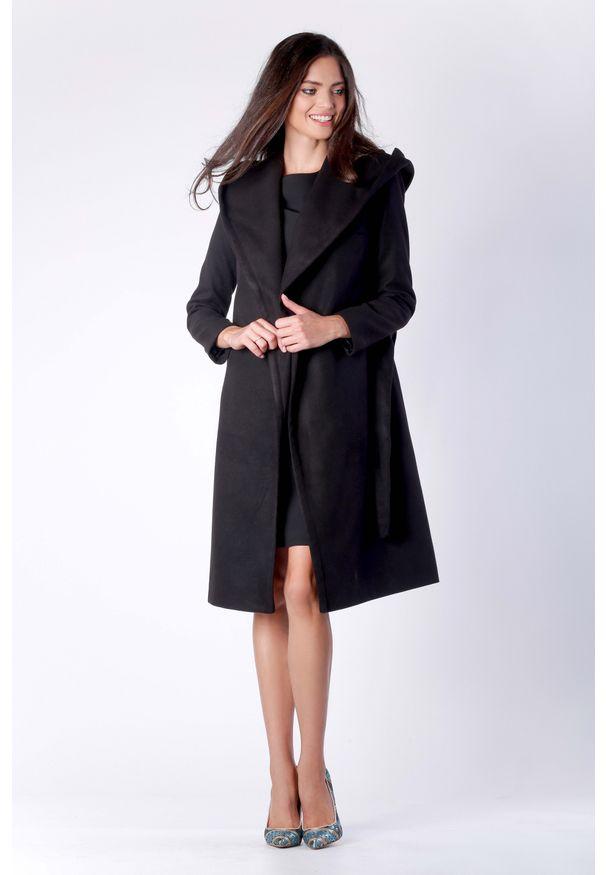 Czarny płaszcz Nommo elegancki, z kapturem