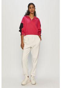 Różowa bluza Nike Sportswear krótka, z kapturem, gładkie