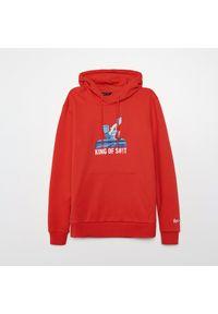 Cropp - Bluza z kapturem Rick and Morty - Czerwony. Typ kołnierza: kaptur. Kolor: czerwony