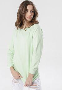 Born2be - Jasnozielona Bluza Bessie. Kolor: zielony. Materiał: dzianina. Długość rękawa: długi rękaw. Długość: długie. Styl: sportowy