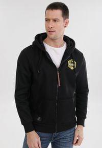 Born2be - Czarna Bluza Quickcliff. Typ kołnierza: kaptur. Kolor: czarny. Materiał: jeans, dresówka, polar. Długość rękawa: długi rękaw. Długość: długie. Wzór: nadruk
