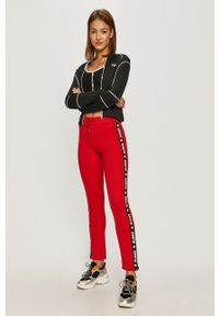 Czarny biustonosz sportowy Guess Jeans z nadrukiem