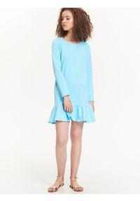 Niebieska sukienka TROLL w kolorowe wzory, casualowa, na zimę