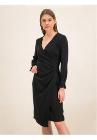 iBlues Sukienka koktajlowa 72262996 Czarny Regular Fit. Kolor: czarny. Styl: wizytowy