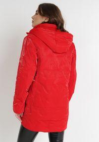 Born2be - Czerwona Kurtka Dhono. Kolor: czerwony. Wzór: aplikacja