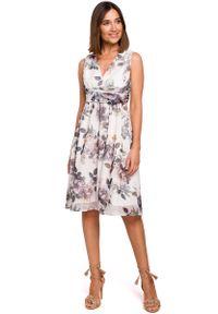 MOE - Sukienka w Kwiaty z Podkreśloną Talią - Model 1. Materiał: poliester. Wzór: kwiaty