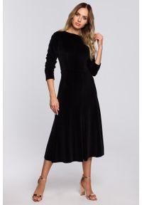 e-margeritka - Sukienka welurowa midi rozkloszowana elegancka czarna - m. Okazja: na sylwestra, na imprezę. Kolor: czarny. Materiał: welur. Typ sukienki: proste. Styl: elegancki. Długość: midi