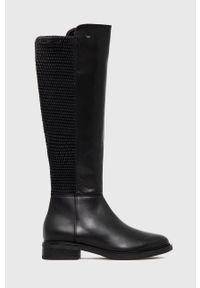 Wojas - Oficerki skórzane. Nosek buta: okrągły. Kolor: czarny. Materiał: skóra. Szerokość cholewki: normalna. Obcas: na obcasie. Wysokość obcasa: niski