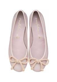 PRETTY BALLERINAS - Lakierowane baleriny z kokardką Rosario. Nosek buta: okrągły. Kolor: fioletowy, różowy, wielokolorowy. Materiał: lakier. Wzór: aplikacja