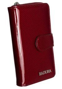 Pionowy portfel damski czerwień Badura B-76116P-SBR. Kolor: czerwony. Materiał: skóra